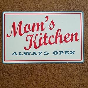 MOM'S  KITCHEN Metal Sign